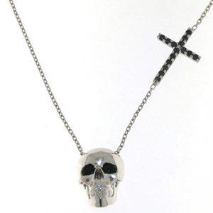 Cadenas y collares con estilo gótico
