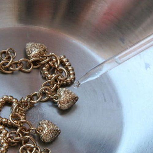 Descubrir si es oro con vinagre es muy sencillo